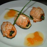 Рулеты из лосося со шпинатом. Рецепт приготовления.