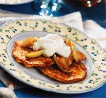 Блины по-нормандски с фламбированными яблоками и кальвадосом (Французская кухня).