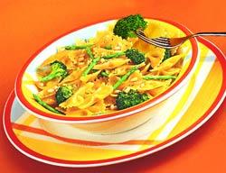Фарфалле с брокколи и спаржей (Итальянская кухня).