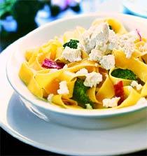 Папарделле с рикоттой, брокколи и салями (Итальянская кухня).