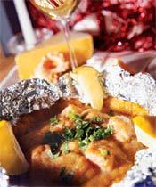 Филе семги, запеченное на картофельном блинчике под соусом карри (Мексиканская кухня).