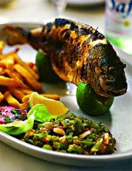 Морской окунь с хариссой и маслинами (Тунисская кухня).