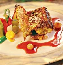 Морской петух с соусом из луковой карамели, жаренный с прованскими травами.