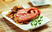 Жареный лосось с красной капустой по-ирландски.