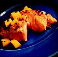 Запечённый лосось в сливочном соусе.