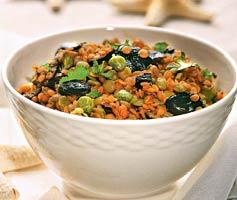 Греческий салат из маслин и чечевицы.