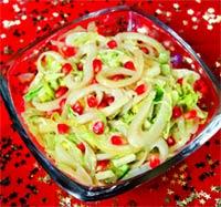 Салат с кальмарами и зёрнами граната.