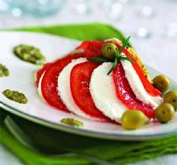 Салат с грейпфрутом и мягким сыром.
