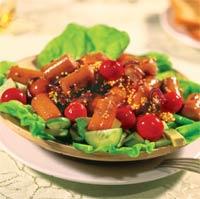 Салат с горячими сосисками.