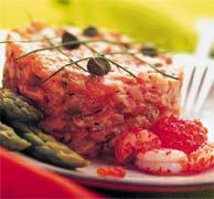 Тартар из лосося со спаржей.