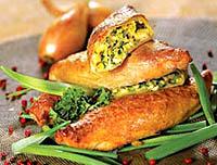 Пирожки с зеленым луком и яйцом.