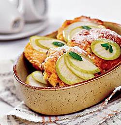 Фокачча с яблоками и изюмом.