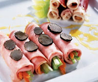 Рулеты из мортаделлы с овощами и трюфелем.